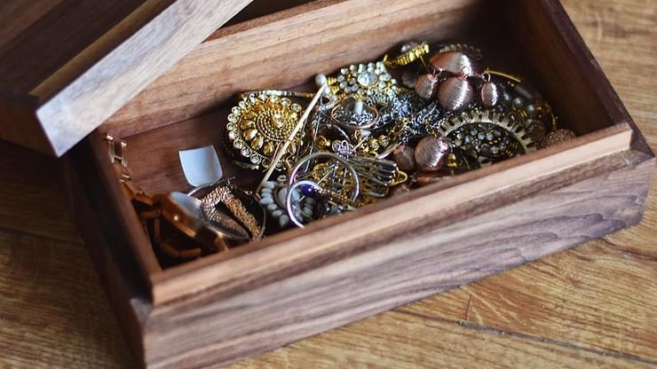 Sprzątała w domach. Znikał z nich kurz i cenna biżuteria