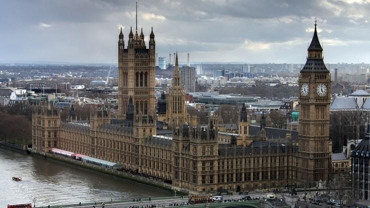 Wielka Brytania: podnoszenie podatków sposobem na walkę z epidemią