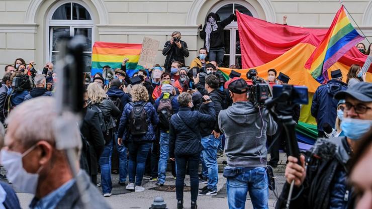 Protest przed Uniwersytetem Warszawskim. Studenci nie chcieli prezydenta na inauguracji roku